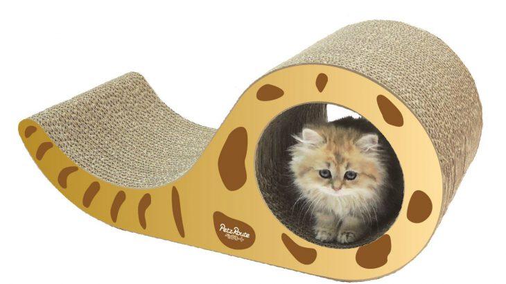 猫のしっぽ型爪とぎ!トンネル付き